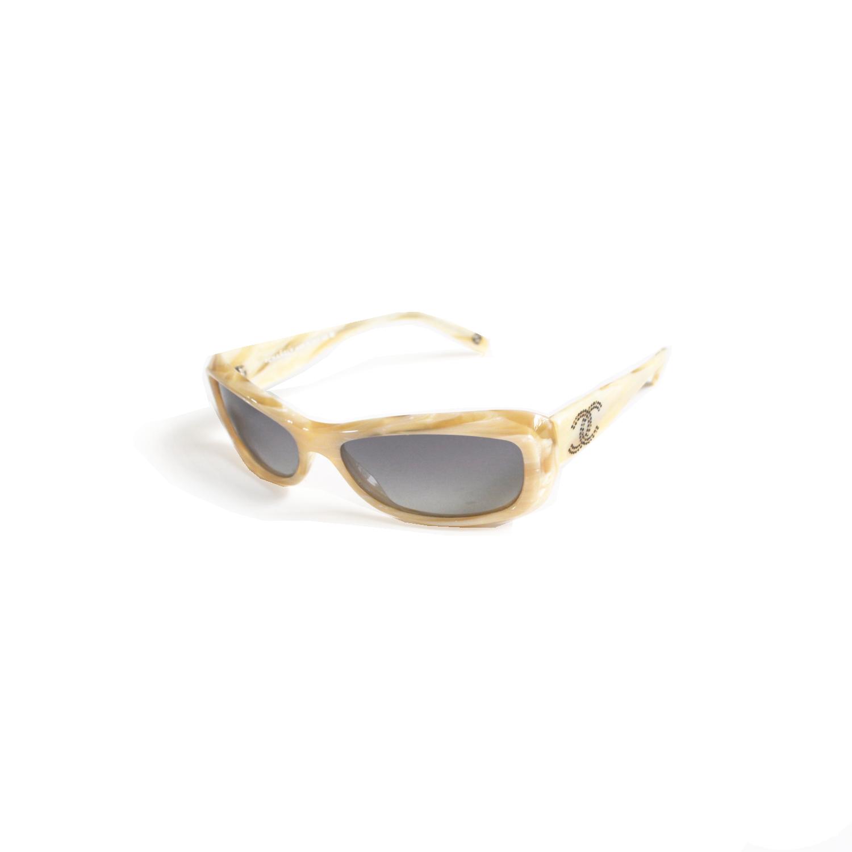 Vintage Chanel chunky rectangular sunglasses in Cream   NITRYL