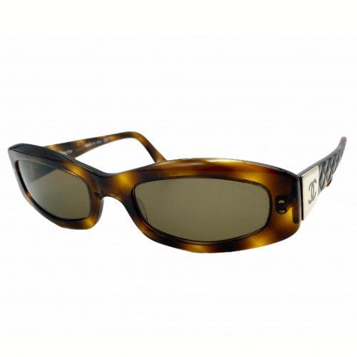 Vintage Chanel Chunky Sunglasses in Tortoiseshell and Gold | NITRYL