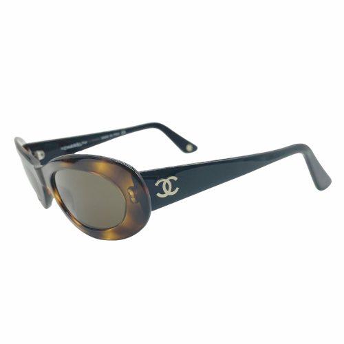 Vintage Chanel Chunky Oval Sunglasses in Tortoiseshell | NITRYL